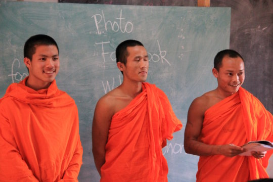 Local monks practising their English at Koung Jor