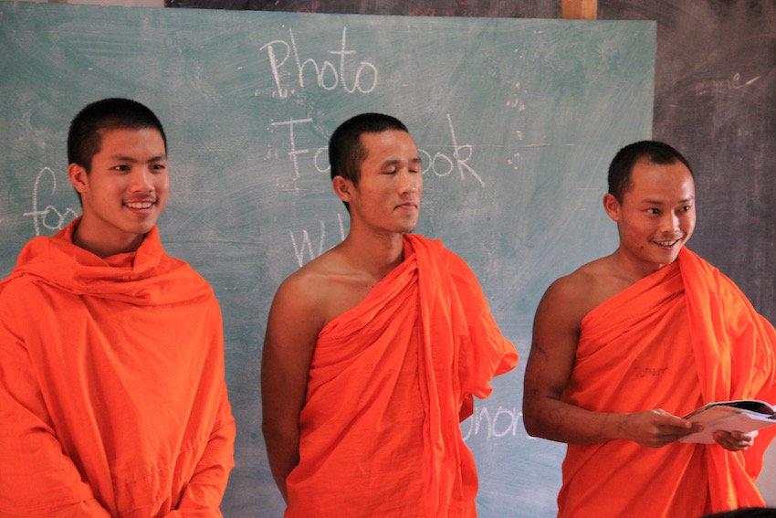 Local monks practising their English at Koung Jor