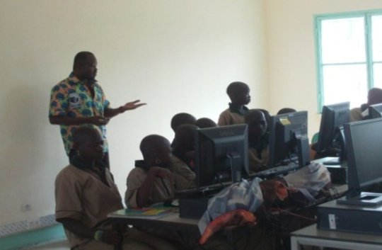 The computer teacher in front of the class.