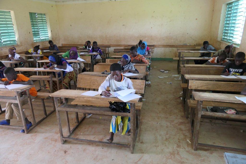 Children during the test in the village Nefrelaye