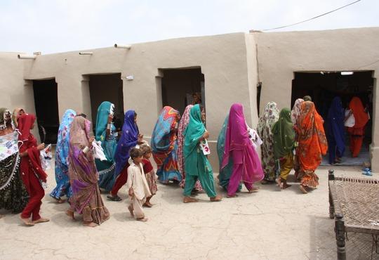Thari women heading to their Sughar Centera