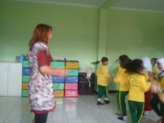 Ms. Monika is having pracice to dance with the stu