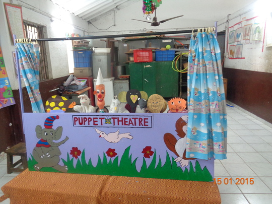 The puppet show in action!