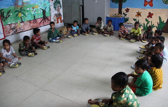 The pre-primary children during lunch time