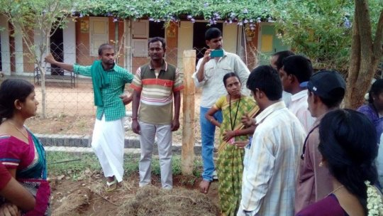 Gardening coordinators discuss organic farming (2)