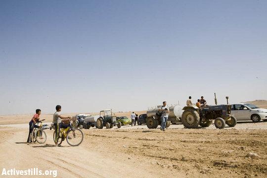 Bringing water to unrecognized village Tel Arad