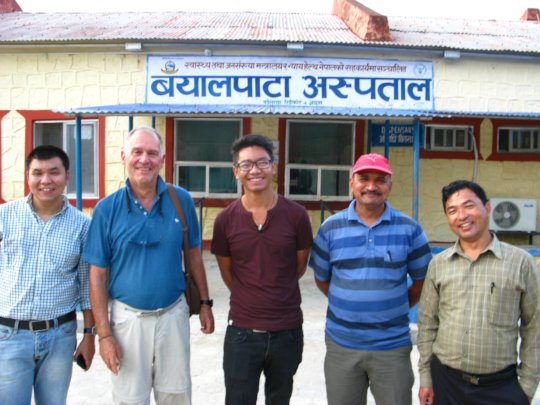 Dr Udahv (middle)