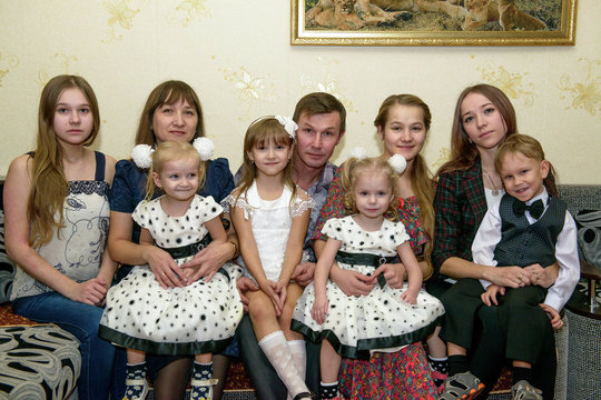 Dasha and Masha in new family of Alena and Andrey