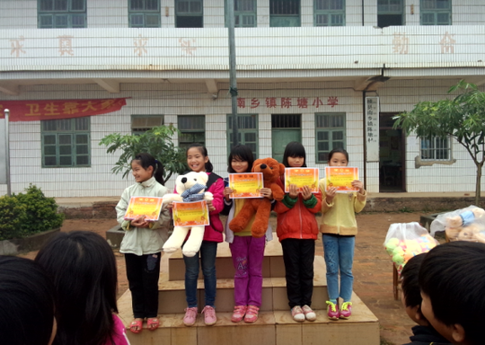 Children receiving reading awards