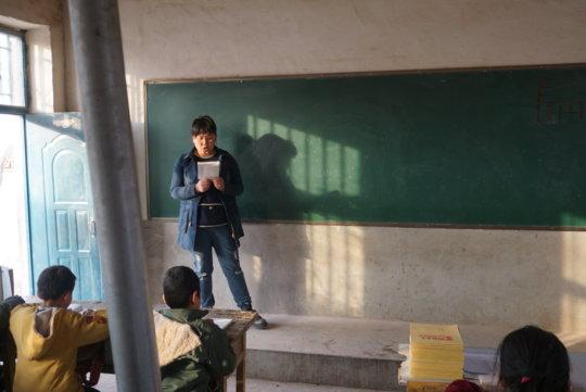 Ms. Feng teaching a class