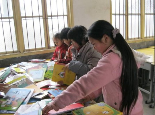 children reading in their free time