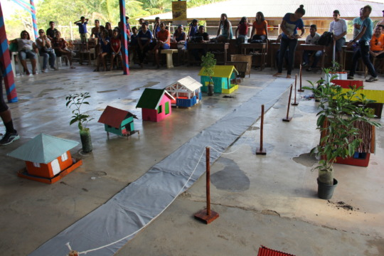Models tell the story of the library in Campina