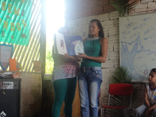 Nelcicleides daughter conducting reading activity