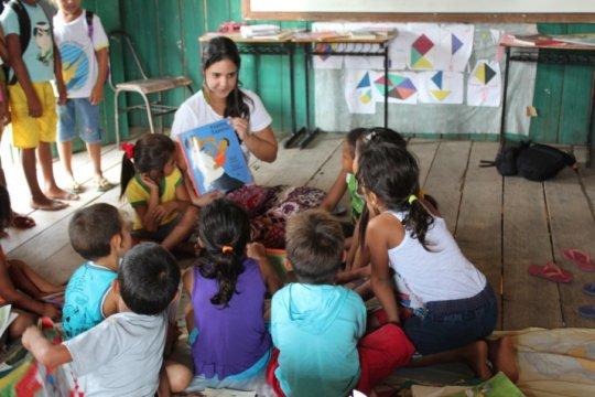 Storytelling at Taquara's community library