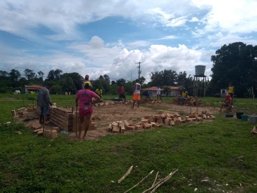 Local residents and labours starting the construct