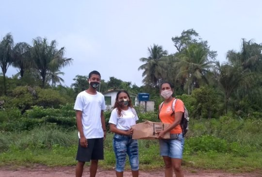 Facial mask delivered to Caju Una community
