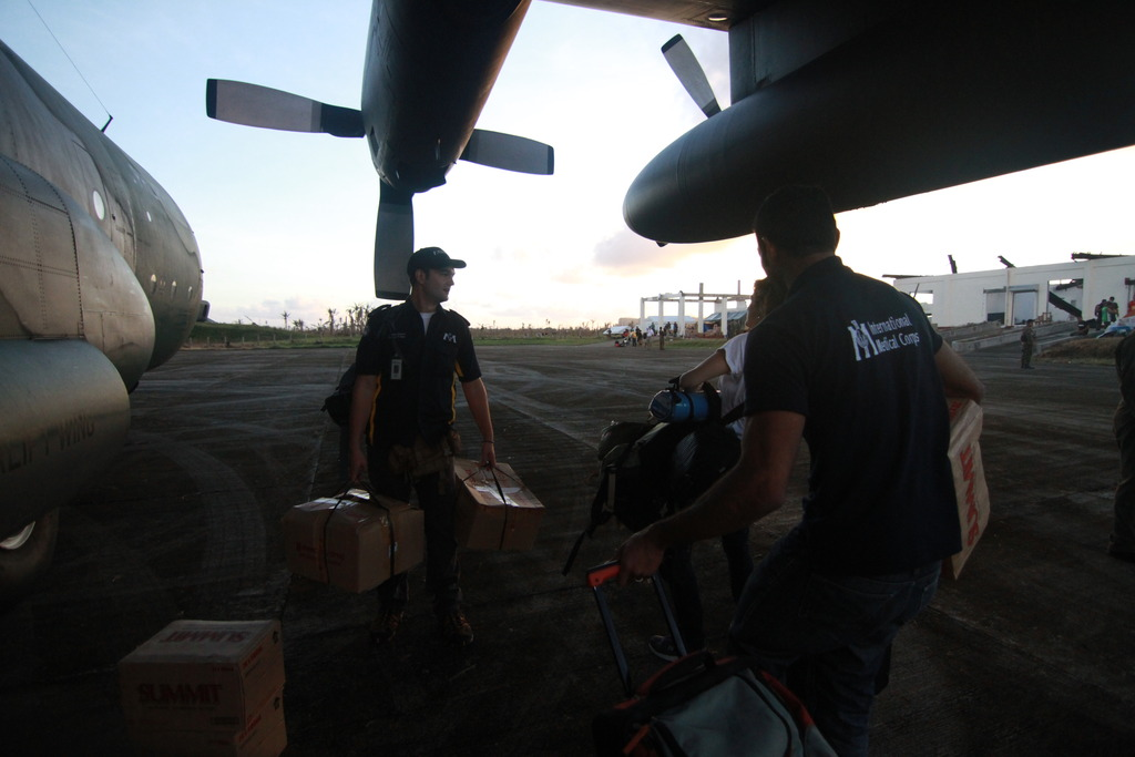 Unloading Relief Items in Guiuan
