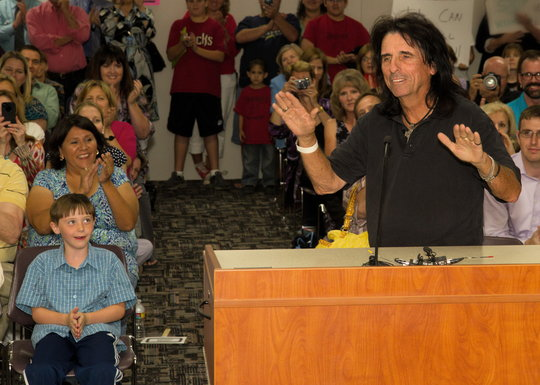 Alice Cooper supports music education