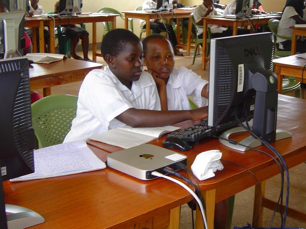 Computer instruction class in progress