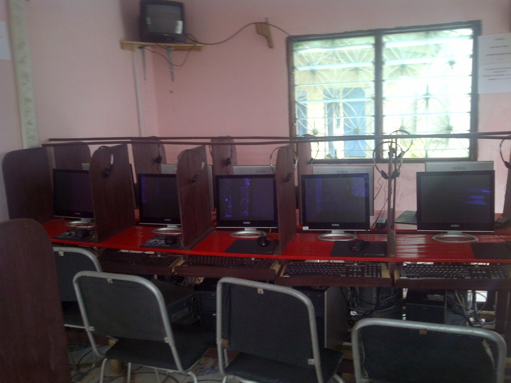 Computers at Teen Mums Institute 1