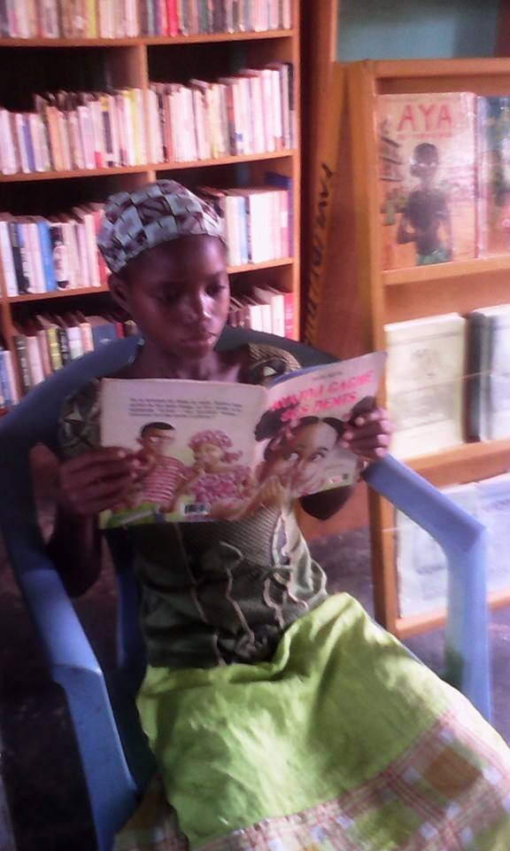 Child reads Fatou Keita in FAVL library