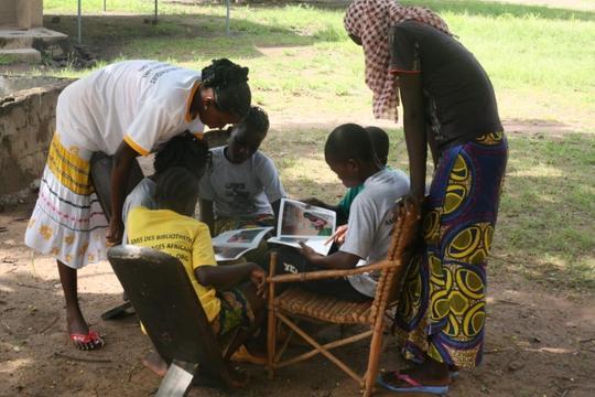 Kids Reading Fatou Keita Books at Bereba Library