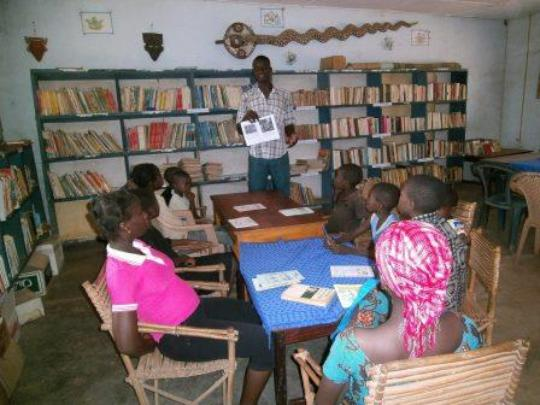 Reading group in Koumbia library