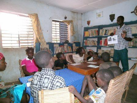 Reading group in Koumbia library - 2