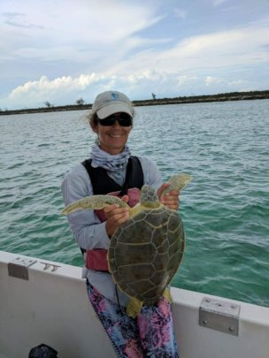 Lead Scientist Annabelle Brooks w/ a green turtle