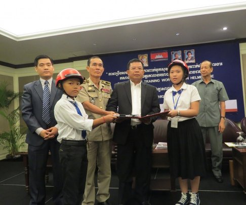 Students present Child Declaration to government