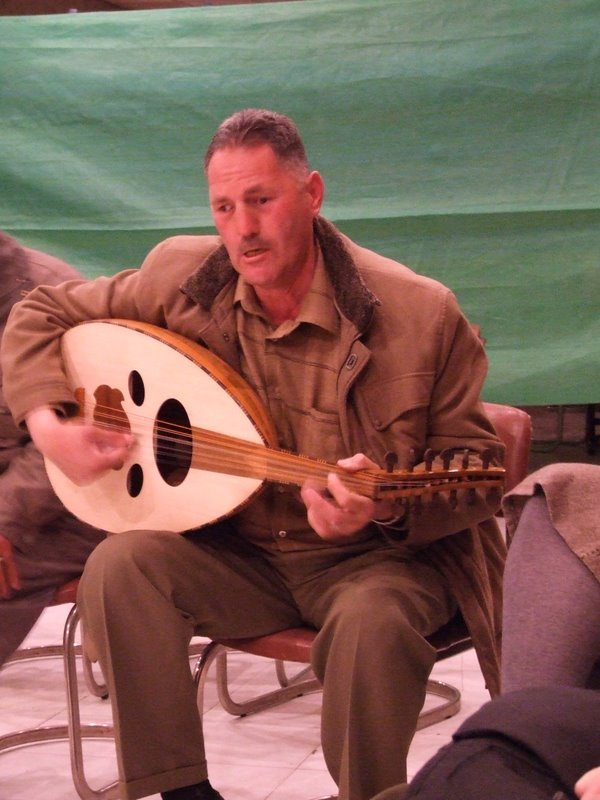 Playing the Oudi