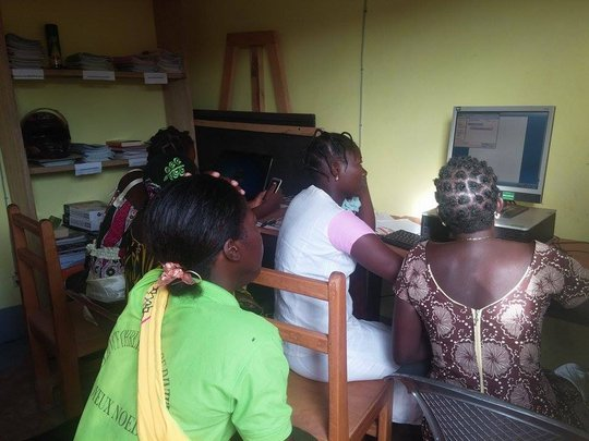 learning to use computers in Hounde
