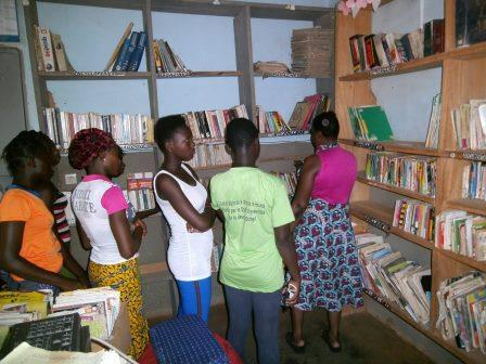 Visiting the library of Hounde
