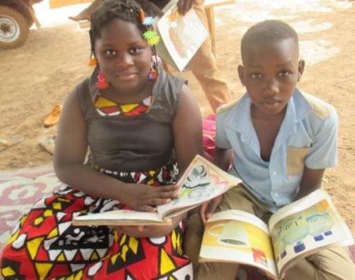 Reading with mobile library, Burkina Faso