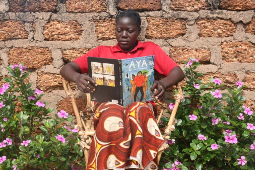 Local high school student reading in Bereba