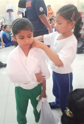 Mini Nurses learn how to bandage patients