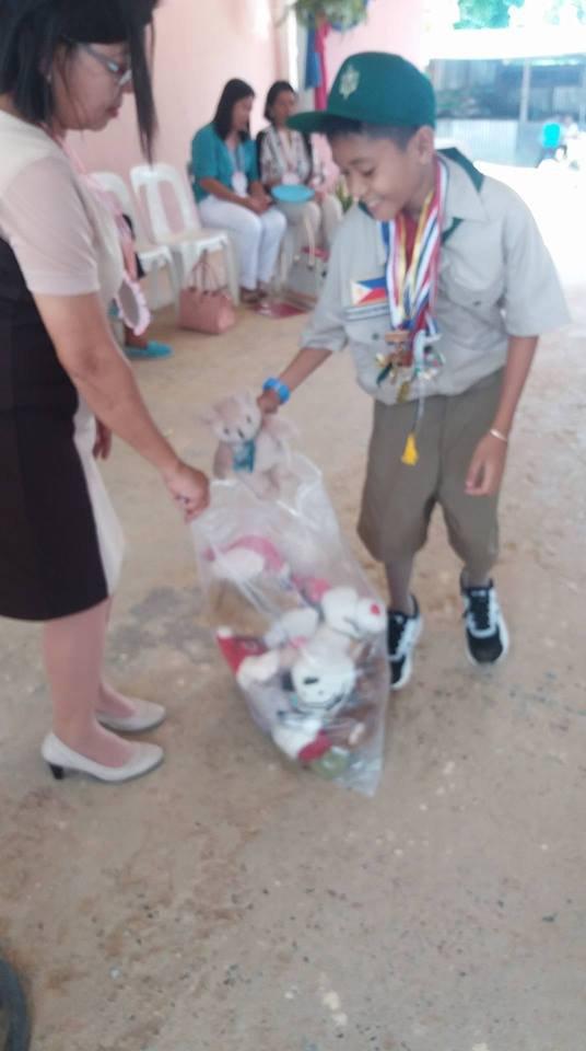 Boy Scouts clean yard at Maindang Elementary