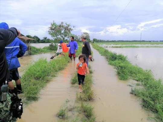 Villagers asses damage after Typhoon Goni