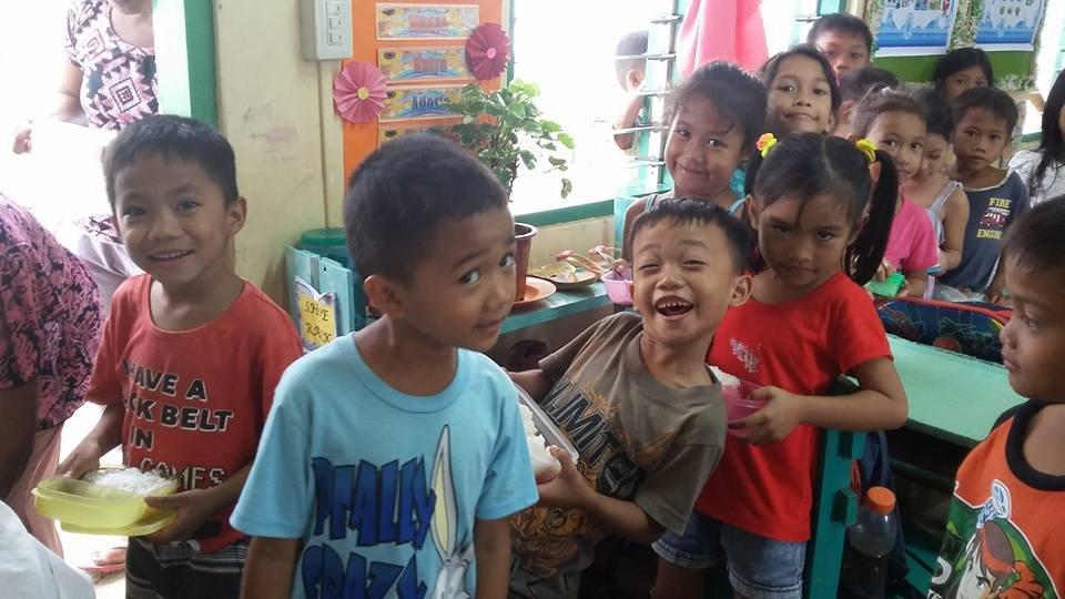 Fun lunch at Maindang Elementary School, Capiz