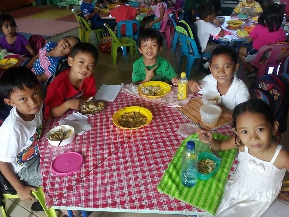 a  happy lunch Moms at Carataya Elmentary