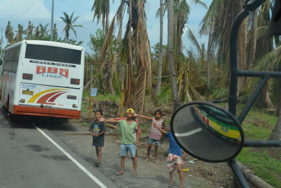 Leyte children calling for help from passersby