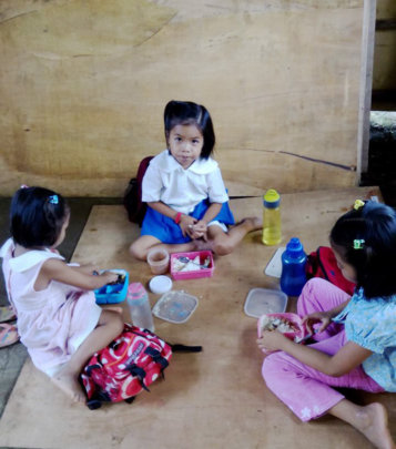 Children enjoy school lunch in Cuartero