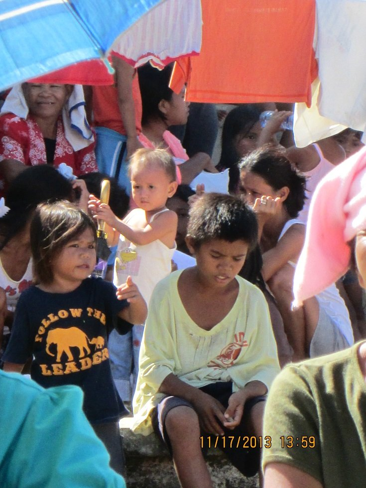 children who lost their homes in Batad seek food