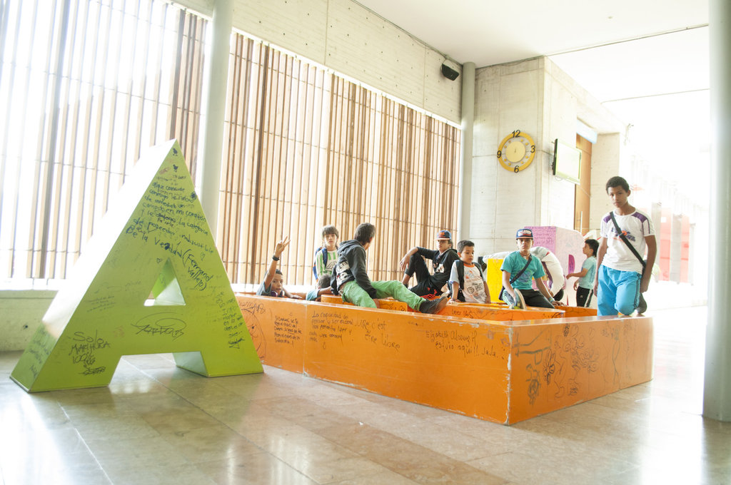 Provide Shelter to 50 Colombian Homeless Children