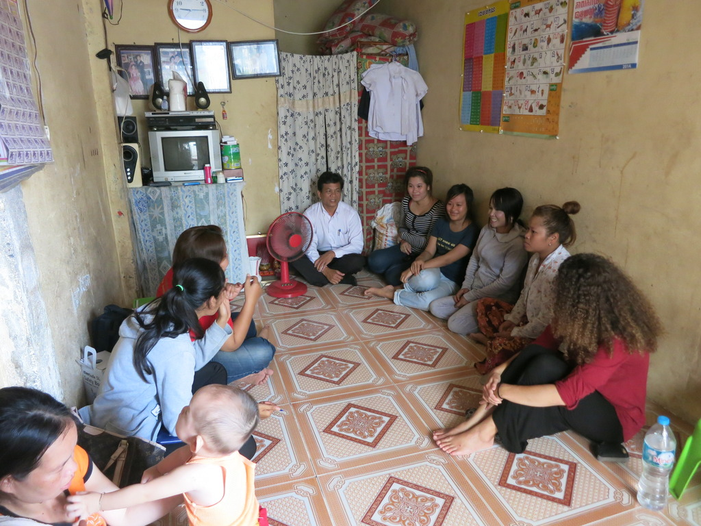 staff team explaining the HIV testing to EWs