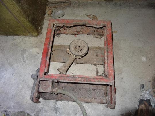 Rusty cooker of Ms. Khamphang
