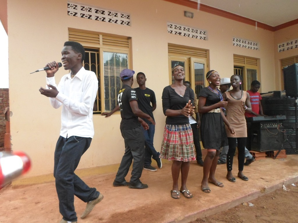 CFYDDI_ Team Galax performing for crowds at center