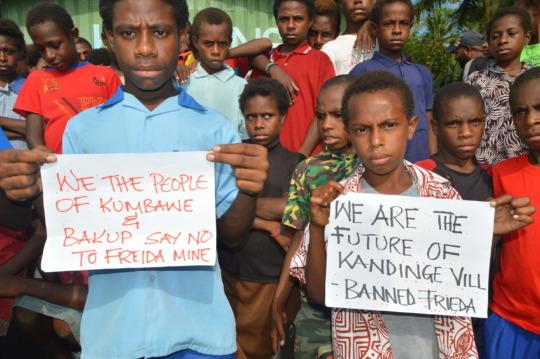 Kadinge students protesting Frieda mine