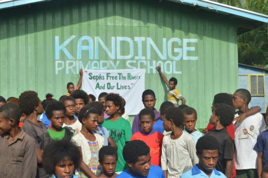 School Children showing support to BAN Freida Mine