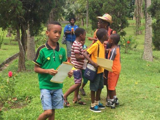 Children exploring The Botanical Garden 2015
